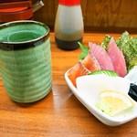 たっちゃん寿司 - 料理写真:冷酒 & お造り三種盛り