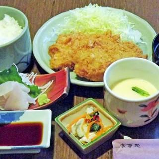 絶品、赤かれいフライ定食(税抜き1200円)