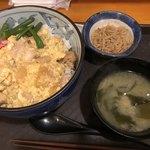 どんつき - 味噌汁と小鉢付きが嬉しいね〜