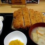 串鳥 - 料理写真:ビックチキンカツ定食570円。