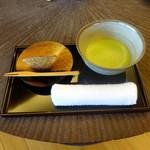 和心亭 豊月 - 抹茶と石たたみ