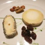 ビストロ クルル - フロマージュ 2種類のシェーブル クロタンドシャビニョル サントモールドトゥレーヌ ドライレーズン ナッツ盛合せ