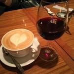 76390323 - 赤ワインとラテ
