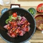 仙臺驛日本酒バル ぷらっと - ランチ ローストビーフ丼