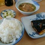 一富士 - 料理写真:大将にめしのサイズとみそ汁コール、おかずを選んで定食できあがり