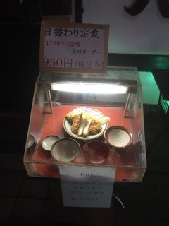 とん八 - 171017火 神奈川 とん八 ディスプレー