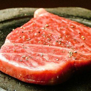 大人気☆ふっくらジューシーな【牛ヒレ肉の阿蘇山溶岩焼き】