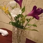 ボン・クラージュ - テーブルの花