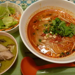 TARUTARU - トムヤム麺+グリーンカレー
