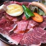 76403715 - 牛肉 赤身肉  野菜 ソーセージ