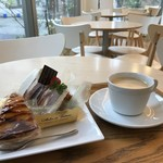 ママのえらんだ元町ケーキ - ケーキ2個とコーヒー、なかなか豪華です!(2017.11.14)
