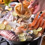 活さば問屋 - あっさり味のスダチ漁師鍋にたっぷりカニ味噌の濃厚な味わいは相性抜群。
