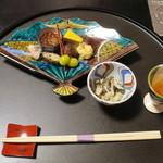 こおろぎ楼 - 料理写真:食前酒:手作り苺酒、先付:松の実和え