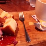 野菜と炭火肉&魚介 GOOD FARMS KITCHEN - まな板の上のパンケーキ