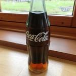 ピザドゥ - 瓶コーラ  (自動販売機で)