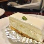 西洋菓子しろたえ - レアチーズケーキ 260円