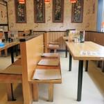 上海飯店 - テーブル席の様子