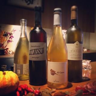 自然派~クラシックまで。厳選100種以上のワイン