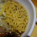 利尻らーめん味楽 - 中太縮れ麺