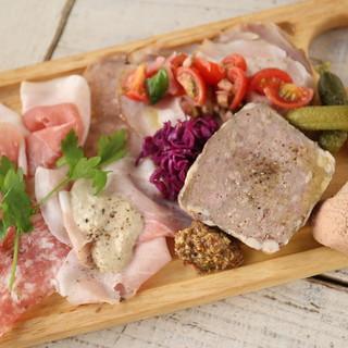 自家製色々お肉の前菜盛り合わせ