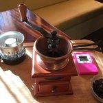 煎豆茶館 杣 - 豆を挽くところからスタートです