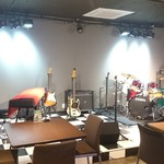 MUSIC BAR CRAIZY - 本格ステージ!音響照明完備!