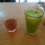 ニホンバシ・ブルワリー - ホットティーと野菜ジュース