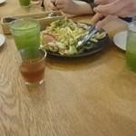 ニホンバシ・ブルワリー - サラダは大皿でした