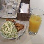 """チャ""""伊""""ナバル - 油淋鶏とオレンジジュース"""