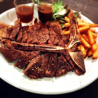 アンガスビーフをメインに数々のステーキ、グリル料理を堪能!