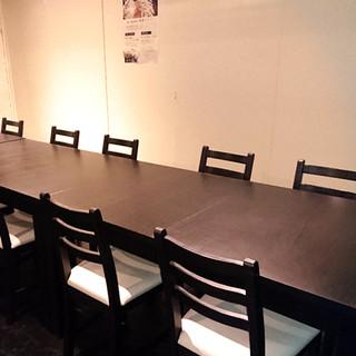 ゆったりお過ごしいただくため、お席は全てテーブル席