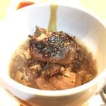 76432096 - とんこつ                       鹿児島の名物料理ですね。真ん中の黒い物は椎茸。写真は1人前。