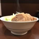 らーめん 陸 - 【2017.11.10】豚増しラーメン ヤサイノーコールの横顔。