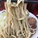 ラーメン二郎 - 【2017.11.12】やや柔めな茹で上げの中加水中太麺。