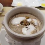 ビストロ ダイア - 濃厚マッシュルームのポタージュ、ツブ貝と菊芋のソテー入り