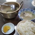 栄食堂 - たら汁と、ご飯(中)
