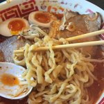 にこり - 旨辛味噌ラーメン麺アップ