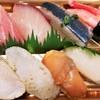マルヤ - 料理写真:のどぐろとの炙りとお勧め貝類のにぎり寿司 646円