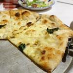 ルージュトマト - クアトロフォルマッジのピザ アップで♡