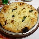 ルージュトマト - クアトロフォルマッジのピザ
