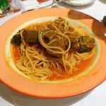 ルージュトマト - ゴロゴロ牛肉のワイン煮込みトマトソースパスタ