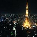 76442897 - 窓から見える夜景