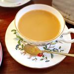英国紅茶専門店 THE TEA HOUSE  - 2杯目はミルクティーにして