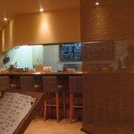 ブレス・串焼 - カウンター席の前がキッチンです。