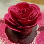 76451889 - ビーツで作られた薔薇の花とフォアグラのテリーヌ