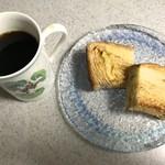 ブーランジュリートーキョウ - メープルブレッドをバタートーストして、いただきま〜す