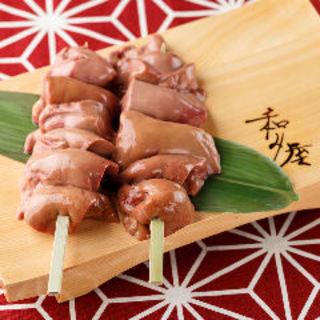 当店一番人気!銘柄鶏を使った「白レバーの串焼き」