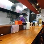 らー麺屋 バリバリジョニー - 開店時間直後のカウンター。