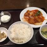 美味縁 - 酢豚定食750円