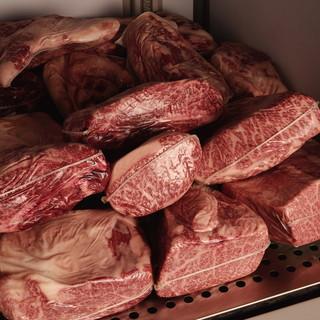 ★【熟成肉】店内の貯蔵庫で氷点下熟成♪